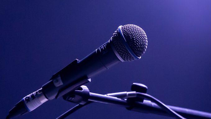 microphone-4328055_1920.jpg